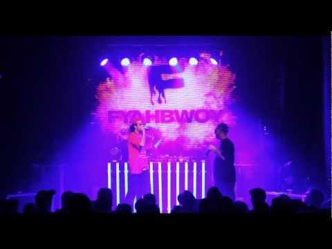 19 - Fenomenal feat Irie Queen (LIVE SALA HEINEKEN -END OF TOUR-  MADRID 2011)