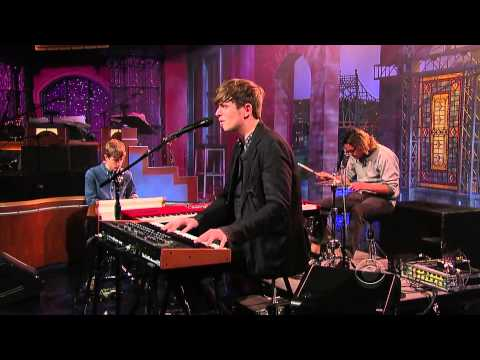 "James Blake - ""Retrograde"" (Live on David Letterman, HD)"