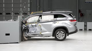2016 Toyota Highlander driver-side small overlap IIHS crash test