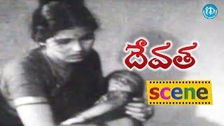 Devata Movie Scenes - Lakshmi Left From Priest House || Chittor V Nagaiah