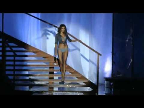 Irina Shayk   Intimissimi 2011 Fashion Show 2