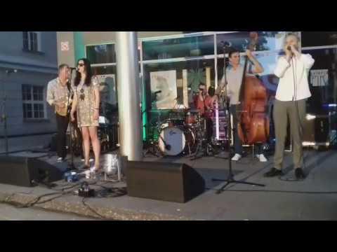 Koncert zespołu Szulerzy przed Ostrowskim Centrum Kultury /live/