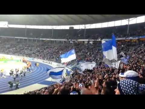 Hertha BSC vs Schalke 04 2:2 Fans Feiern ihre Mannschaft