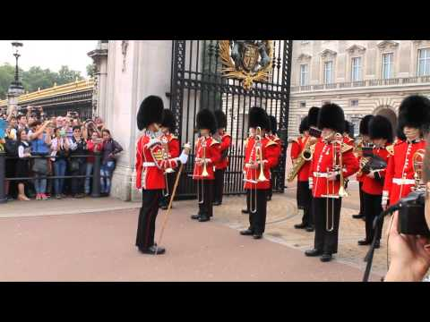 Changing of Guard @ Buckingham Palace, London, UK