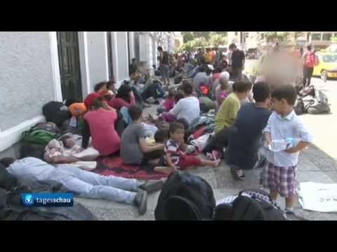 Syrian and Afghan migrants in Turkey try to crossover to Greece