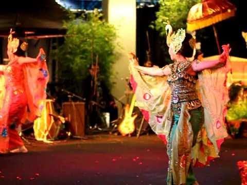 Tari Merak (indonesian Dance) video