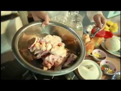 Danh hài Thúy Nga cùng chủ quán Thành Giao hướng dẫn nấu vịt nấu chao.