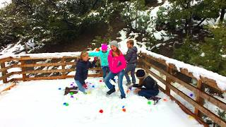 Learn English Colors! Rainbow Snowy Ball Pit with Sign Post Kids!