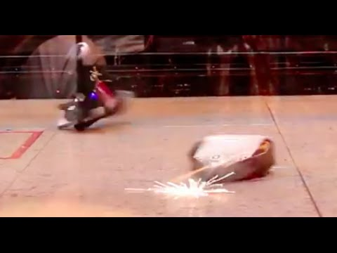 RC Combat Robot Wars – Iron Side 2 v Thumper – FRA Q6 – 2015 RC World Championships