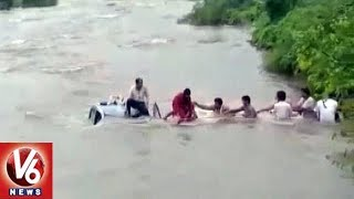 Car Falls Into River, Navi Mumbai Villagers Save Family Of 4