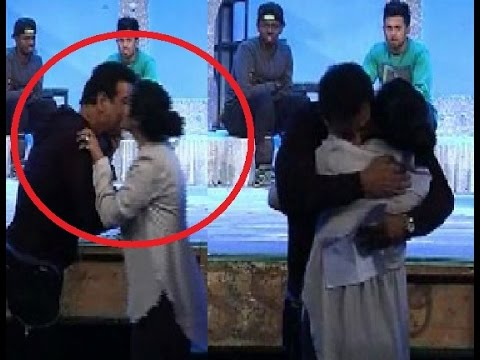 Ronit Roy,Ekta Kapoor caught kissing each other at  'Television Style Awards'!
