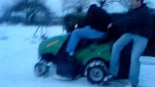 délire en tracteur tondeuse sur la neige