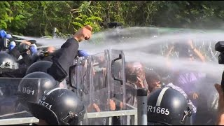 Serbia: Water cannon unleashed on refugees at Hungarian border