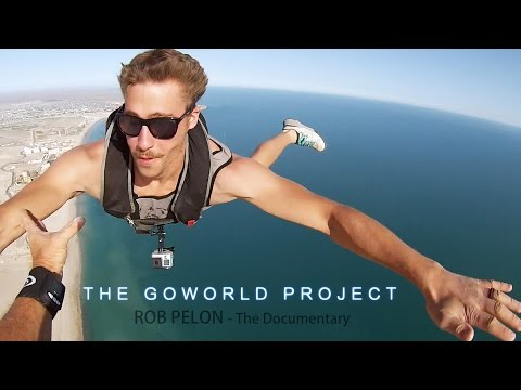Skydivers make quick 'dock' on low-altitude jump from ultralights