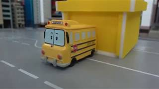 Robocar poli School bus departs from the yellow garage!