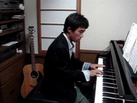 Pirates of The Caribbean theme song (He's a Pirate) on piano