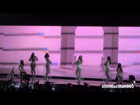 Beyoncé - Intro & Run the World (Girls) - HD Live at Bercy, Paris (25 April 2013)
