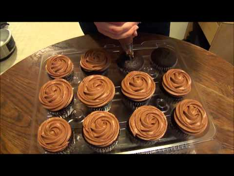 Frosting Cupcakes with Wilton Tip 1M (piping tutorial)