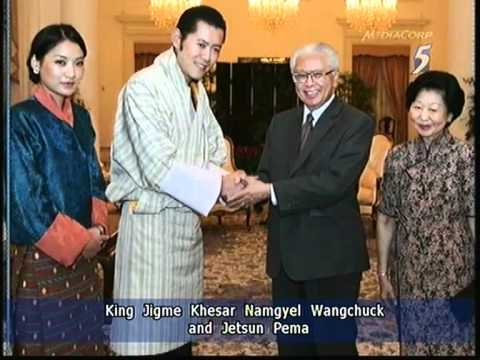 King and Queen of Bhutan in S'pore for private visit - 01Nov2011