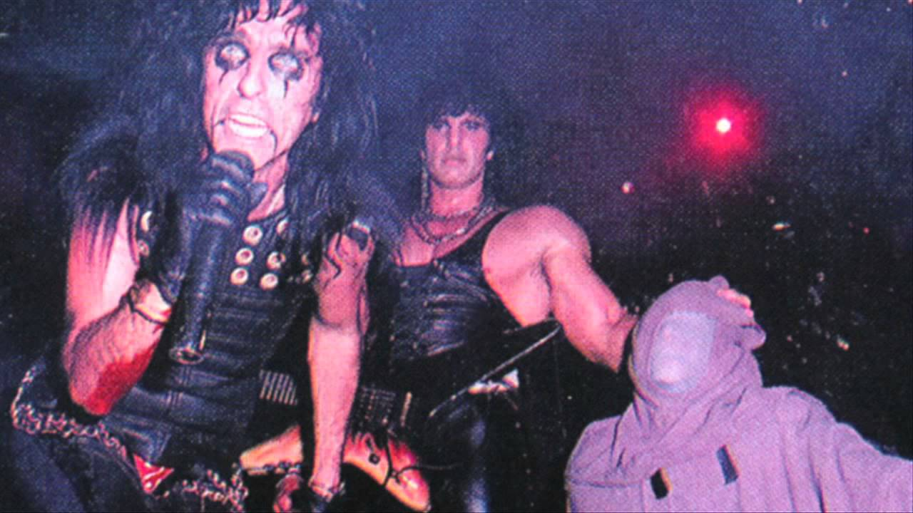 Alice Cooper 1987 - The World Needs Guts - YouTube