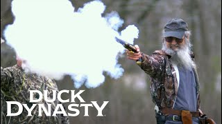 Duck Dynasty: Fire in the Hole! (Season 8, Episode 6) | A&E