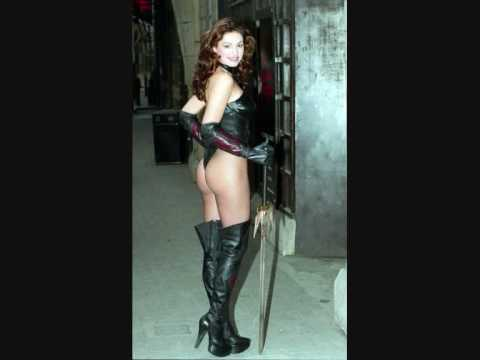 Sexy Kelly Brook!! Video