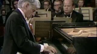 Bernstein performs Gershwin Rhapsody in Blue 1/2