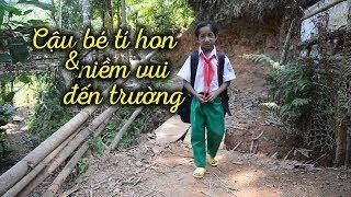 Cậu bé tí hon và niềm vui đến trường