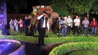 Carin Leon Atraves Del Vaso Con Banda En Vivo