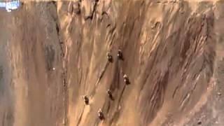 Chuyen la - Đua xe mạo hiểm lên đỉnh núi