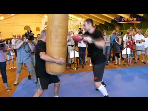 Przed Adamek - Kliczko: Vitali Klitschko working on heavy bag (full)