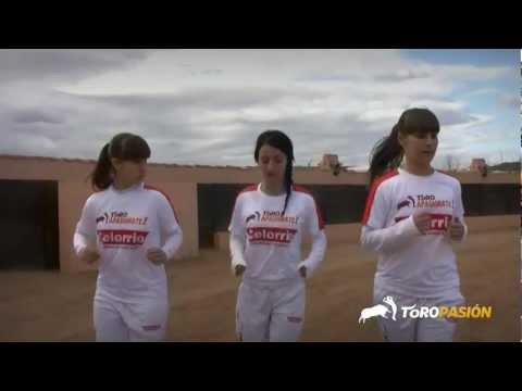Toropasión - Reportaje previo chicas recortadoras Arte de Mujer en Castellón 2013