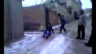 ausejano defilando por el hielo.3gp
