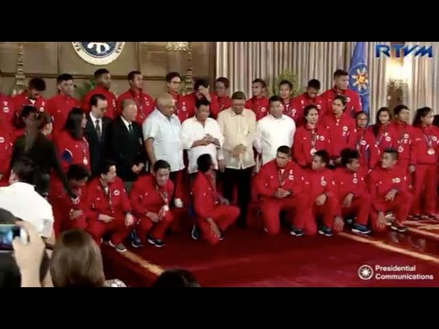 Duterte hands out cash incentives to 2017 SEA Games medalists
