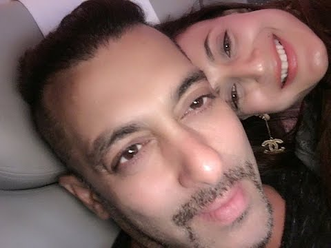 Salman Khan, Amisha Patel SPOTTED At the Mumbai International Airport For IIFA 2016