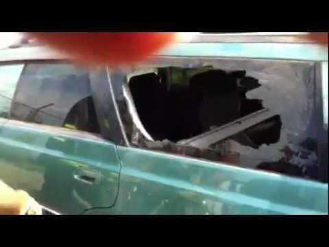 Bomberos - Como romper la ventana de un coche con un dedo