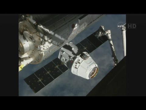 SpaceX Dragon CRS-6 Rendezvous, Grapple, & Berthing (time lapse)