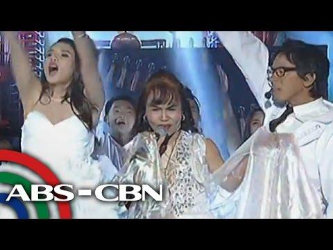 Mommy D hataw sa surprise performance sa 'Showtime'
