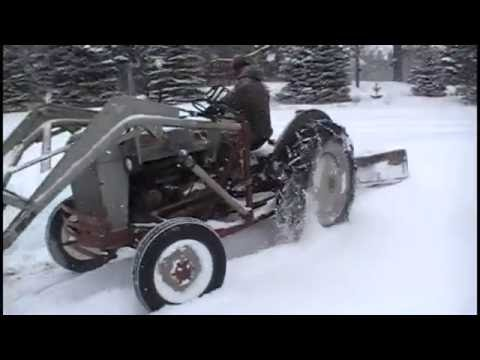 53 Ford Jubilee Tractor to the Rescue Plowing Snow!