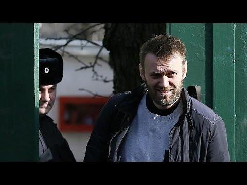 Rússia: Alexei Navalny sai da prisão