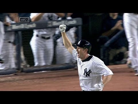 Headley lines a walk-off single in the 14th