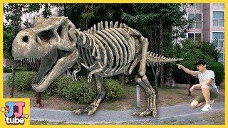 티라노 공룡뼈가 살아났다! 공룡 화석 쥬라기 장난감 놀이 Jurassic World Dainosaur TREX skeleton Toy Play [제이제이 튜브-JJ tube]