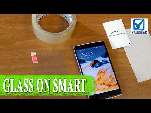 Лайфхак - как наклеить защитное стекло на смартфон быстро и без проблем