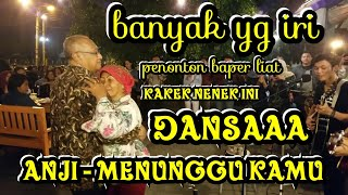 BIKIN PENONTON BAPERRR !!! ROMANTISS BANGET KAKEK NENEK INI DANSA DI IRINGIN MUSIK DARI PENGAMEN !!!