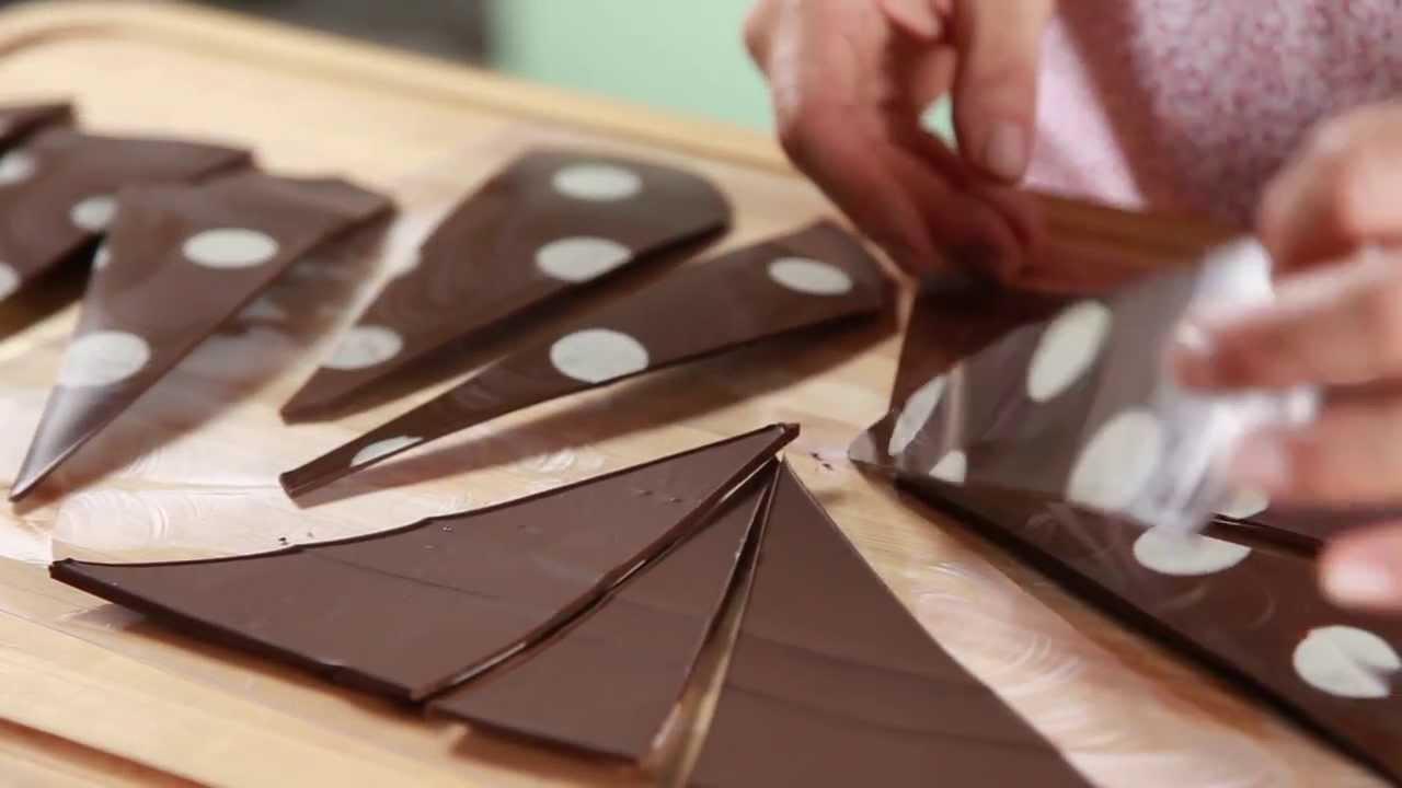 Tri ngulos de chocolate para decorar una torta f cil y for Como decorar una torta facil y economica