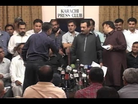 Dunya News-Rowdy Jang group reporters sabotage Cable Operators press conference