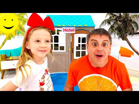 Nastya gibt vor, mit ihrem Vater im Kinderhotel zu spielen