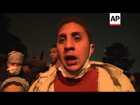 Clashes between protesters and riot police continue around Tahrir Square