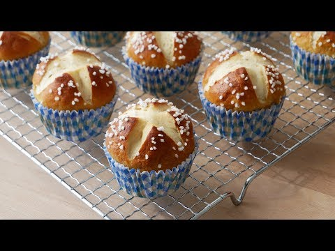 Laugenmuffins Backen (Rezept) || Pretzel Muffins (Recipe) || [ENG SUBS]