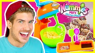 MAKING MINI CANDY RICE CRISPY TREATS! - YUMMY NUMMIES